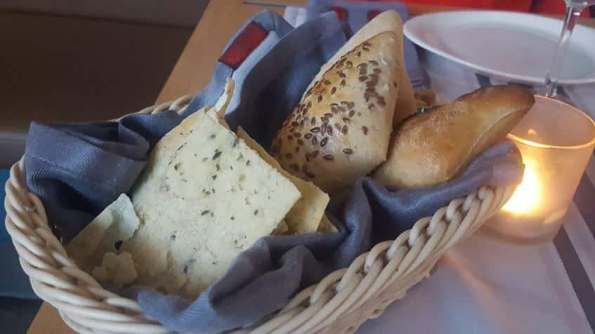 Cesta de Pan Variado de orégano, semillas y chapata